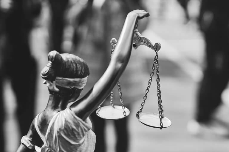 Freie Marktwirtschaft, Ehre und Gerechtigkeit – Handelspraktiken im interkulturellen Vergleich zwischen Ost und West