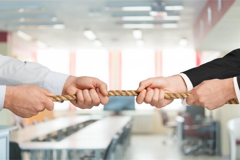 Kooperation in Unternehmen und Organisationen: Zwischen Spieltheorie und Vertrauen